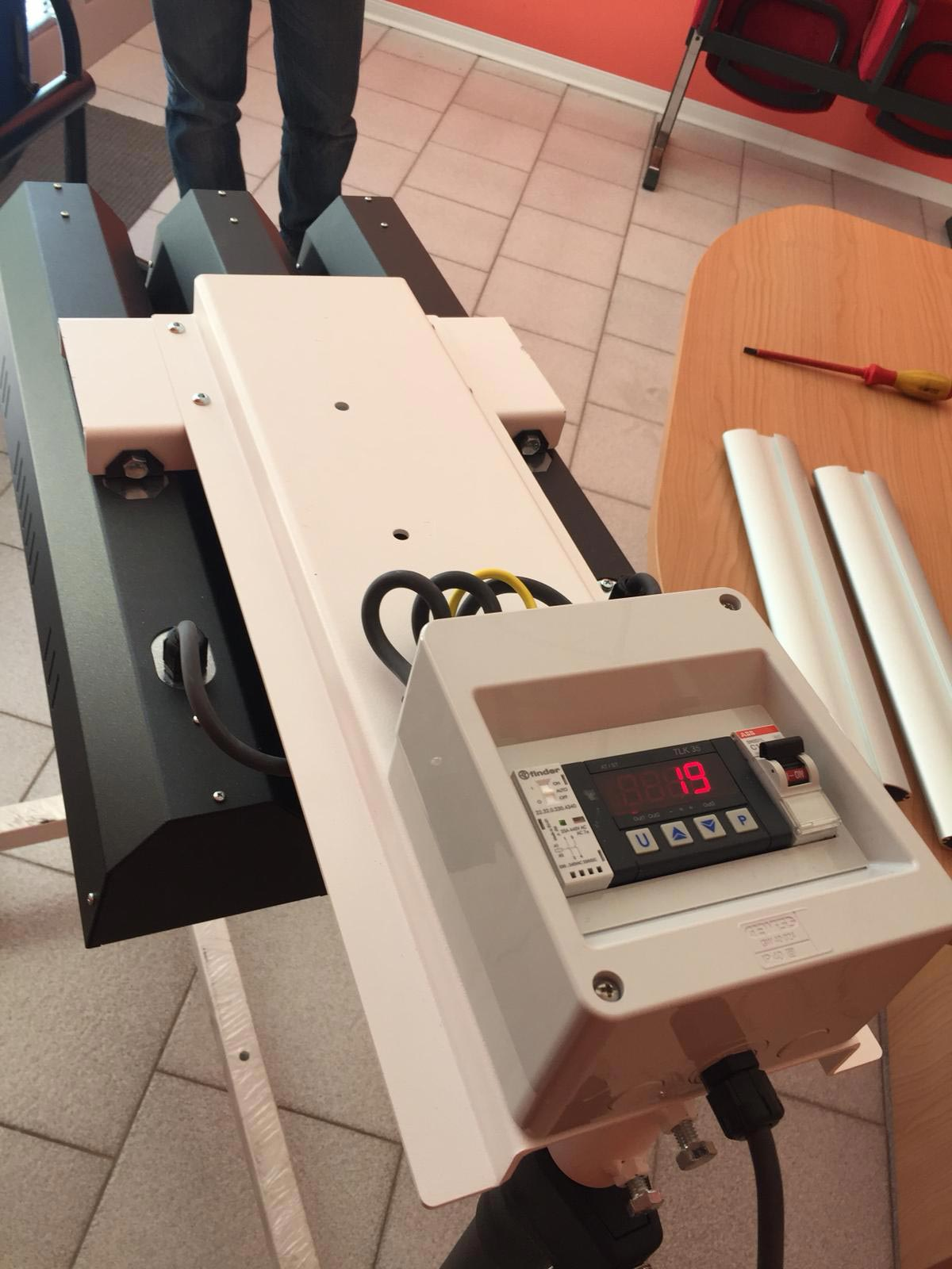 Cappa flash per serigrafia con riscaldatori a raggi infrarossi.