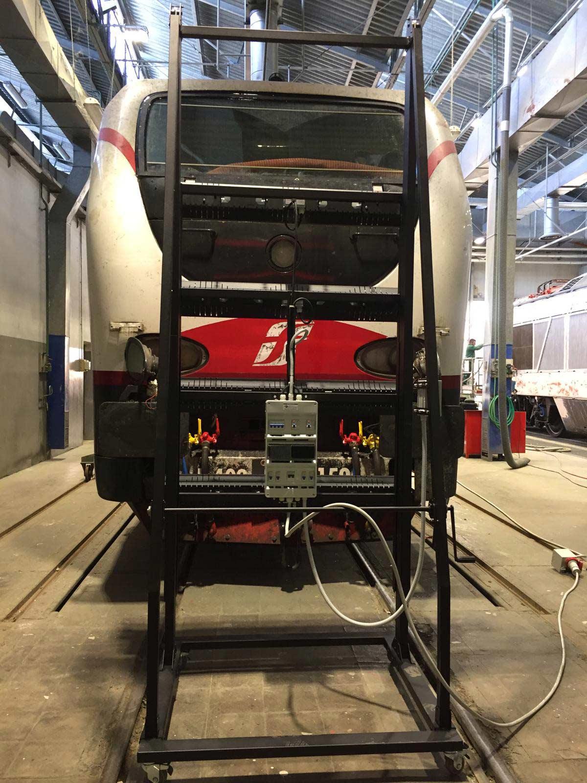 Sistema di spellicolatura mobile su ruote con tecnologia a raggi infrarossi ad onda media veloce  specifico per applicazioni su treni